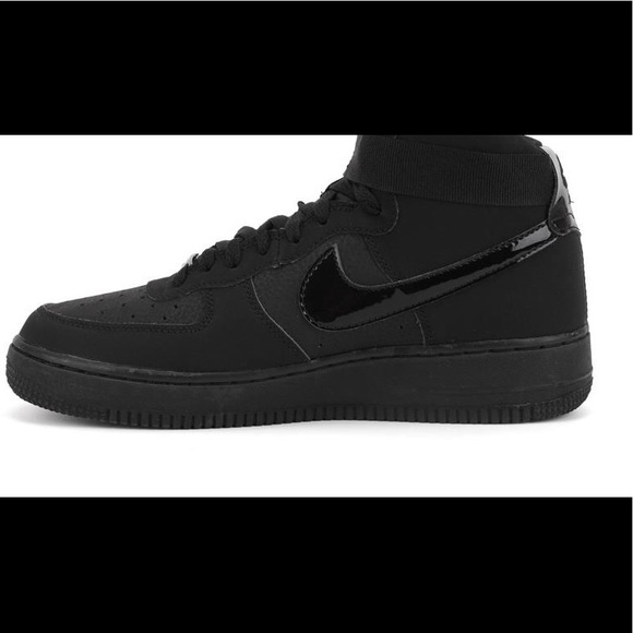 3958e91e All black high top Air forces